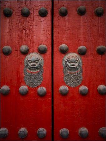 Les portes d'accès à la Cité Interdite voient rouge ! / The Giant Red Doors to the Forbidden City. / Beijing. / Chine. / China.