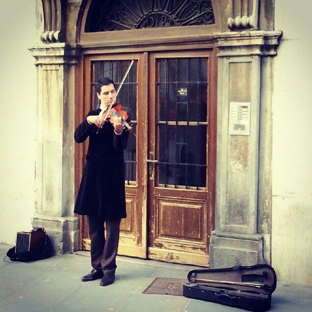 #violinista incredibile nelle strade di #Trieste @FVGlive @Giro_FVG @Grado_Turismo