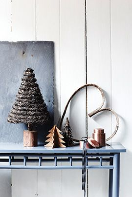 That christmas tree could be easily done with yarn... Must try!