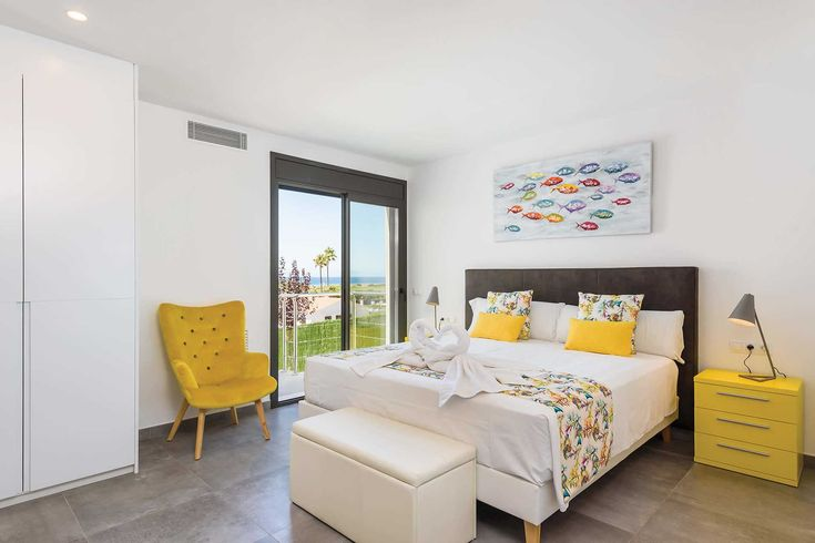 Dolce Vita in Son Bou, Menorca.    La Dolce Vita provides for a wonderful holiday home within strolling distance of the beach and resort centre of popular family resort, Son Bou.