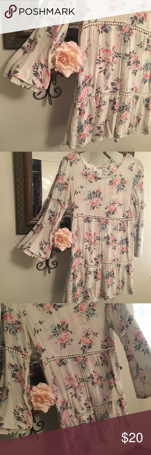 🍂🌸Forever 21 Floral Dress🌸🍂 🍂🌸Forever 21 Floral Dress🌸🍂 Pretty, light and so comfortable! Has bell-sleeves and lovely detailing. Pair with sandals or boots for the perfect weekend look! May need a slip/camisole underneath. Perfect condition. Comes from a smoke-free home:)💕 Forever 21 Dresses Midi