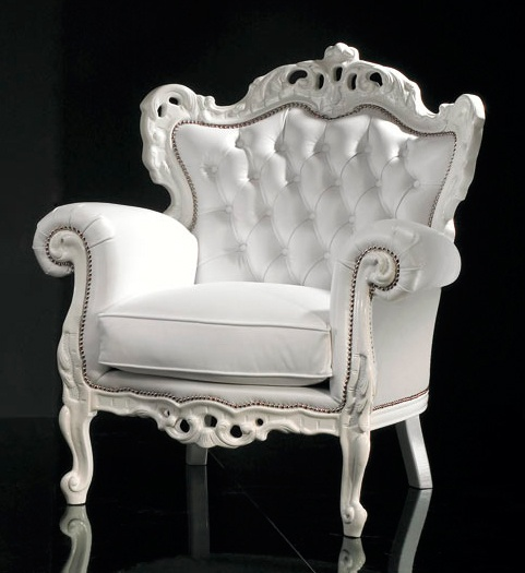 Diva Collection white gossip chair. A reproduction Rococo statement piece. Carved from solid beech wood and beautifully finished to a high standard