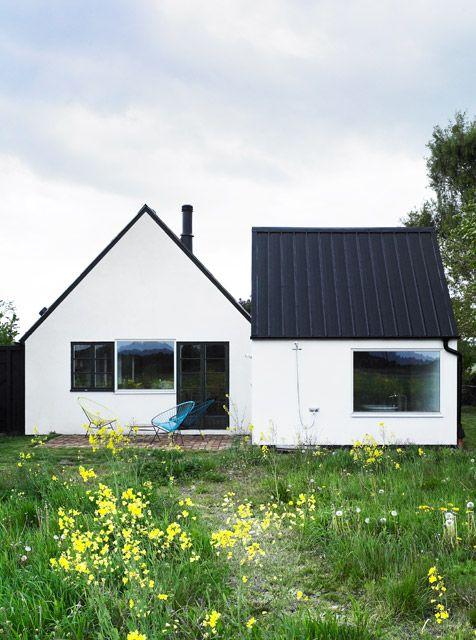 アイコンのような三角屋根の家。 容積とかいろいろ理由はあるけど、僕は四角い屋根の家には住みたくないなぁ。