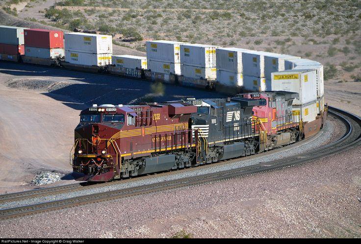 Photo NS 8102 Norfolk Southern GE ES44AC