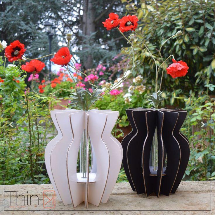 Vas-ko  Vaso in eco- cartone Bianco e nero  Vase in eco cartboard Black and white  Only by www.maketank.it