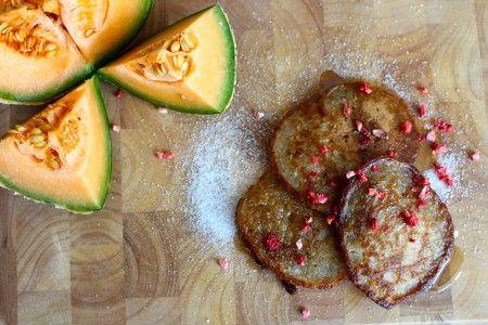 Disse klatkager, er perfekte til brunch en søndag morgen, eller brug dem kolde, som en lille lækkerbisken til børnenes madpakke. Nyd dem hvis du har glutenallergi, hvedeallergi, sojaallergi, mælkeallergi, laktoseintolerance eller er på low FODMAP diæt :-)