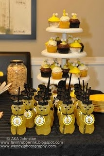Super cute!! Totally want to do this for the twins before they are old enough to have ideas of their own when it comes to party themes...haha: Honey Bears, Honeybee Bear, Honey Bees, Party Ideas, Baby Shower, Birthday Party