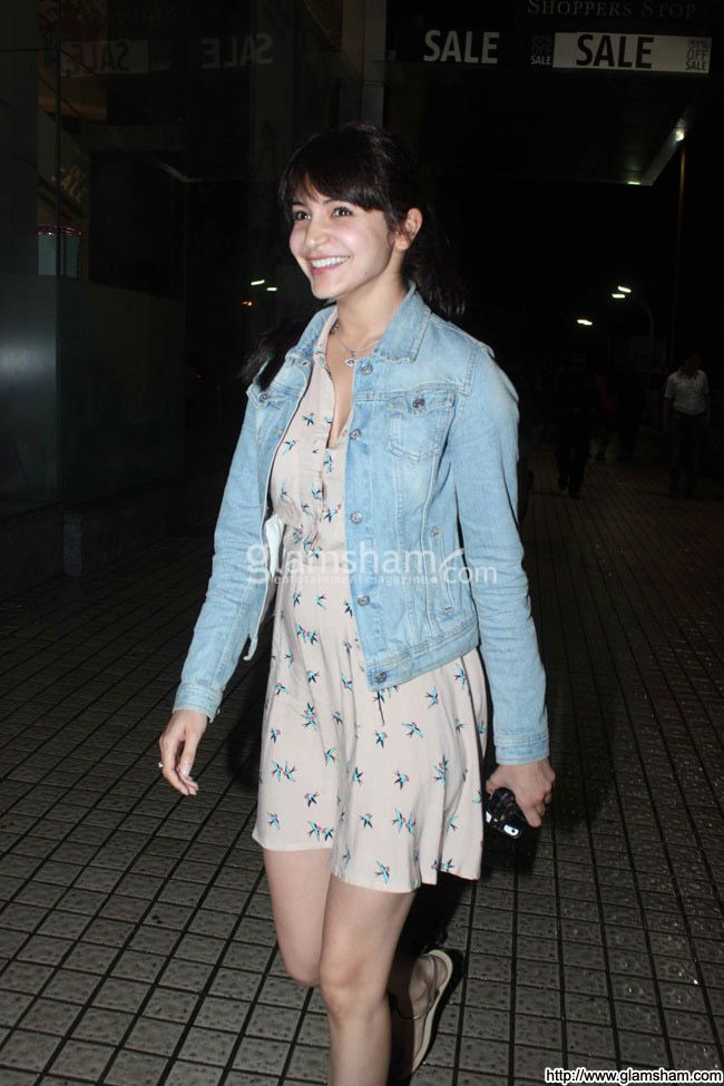 Anushka Sharma In Short Frock at Bollywood Beauties In Hot Short Frocks picture gallery picture # 10 : glamsham.com