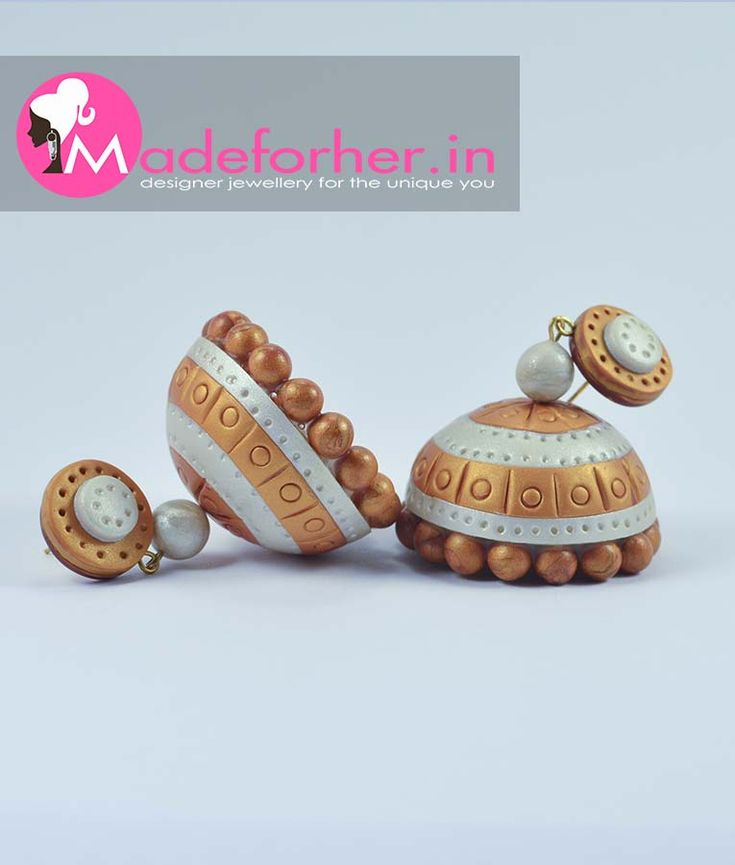 Buy traditional set saree jhumkas online, you can order gold colour polymer clay jhumka online at best price we have splendid collection of kasavu saree matching designer jhumkas for girls and women online. We offer best price on kasavu mundum neriyathum matching polymer clay jhumkas online.