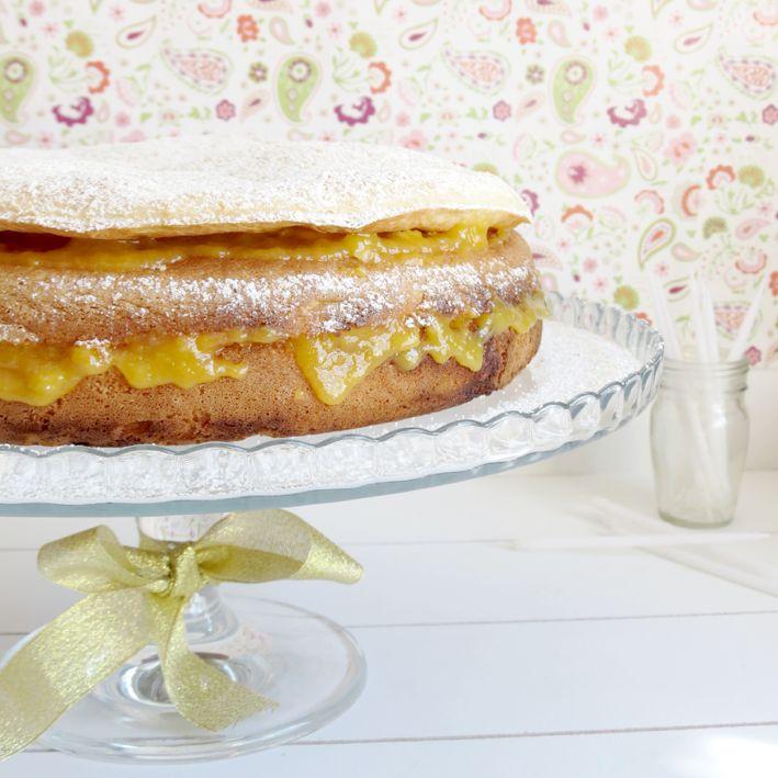 Sponge Cake with Custard and Puff Cover / Bolo Licor Beirão com Capa Folhada e Creme de Ovos Moles