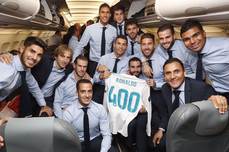 Cristiano Ronaldo presented with commemorative shirt by Real Madrid teammates to mark 400th appearance - Mirror Online