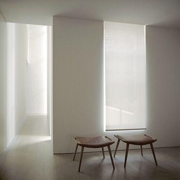 Blind hidden in ceiling (Pawson)
