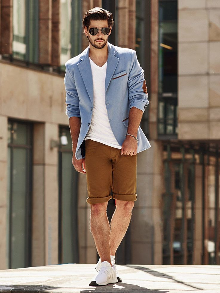 Casual and urban styling from Bolf. The camel cotton shorts are matched with a white V-neck T-shirt and a casual blazer with elbow patches. The look is brilliantly completed by accessories: Aviator sunglasses and a bracelet.