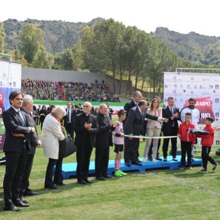"""In campo per il futuro: la """"squadra Stato"""" a San Luca contro tutte le mafie!  Inaugurato il nuovo stadio di calcio: insieme istituzioni e cittadini per costruire attraverso lo sport una società in cui prevalga la cultura della legalità e della parità dei diritti! @mariaelenaboschiofficial"""