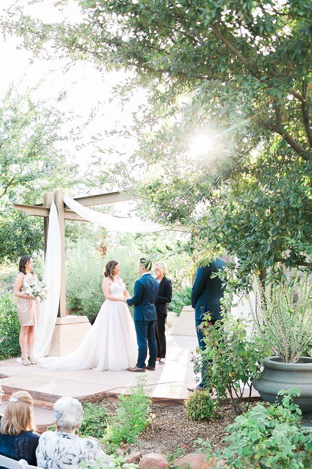 Rev Judy Irving officiating wedding ceremony at the Las Vegas Springs Preserve. Photo @j-annephotography #jannephotography #weddingvowslasvegas @weddingvowslasvegas