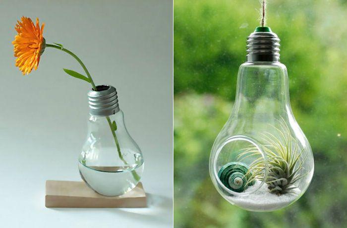 13 оригинальных идей, как превратить старую лампочку в настоящее произведение искусства  Не спешите выбрасывать старые отслужившие лампочки, ведь им можно дать новую яркую жизнь. Мы подобрали 13 простых, но эффектных фото-идей перевоплощения старых ненужных ламп в настоящие произведения искусства.    интерьер, вторичное использование, декор, свет, лампа, лайфхак