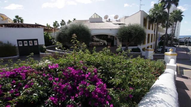 Vídeo de la family people del Hotel Royal Son Bou Family Club en Alaior - Menorca.Vacaciones familiares con niños en Menorca en el Royal Son Bou Family Club. Apartamentos 4 estrellas con Media Pensión y Todo Incluido. Hotel en Menorca.