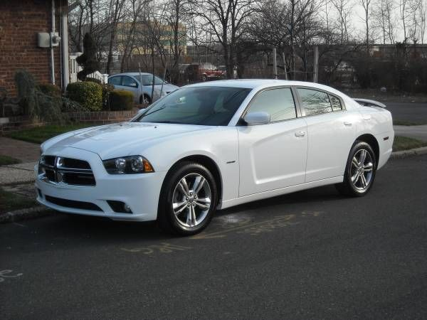 2014 DODGE CHARGER RT 14,000 MILES/ AWD/ NAVI (PRICE IS NEG)