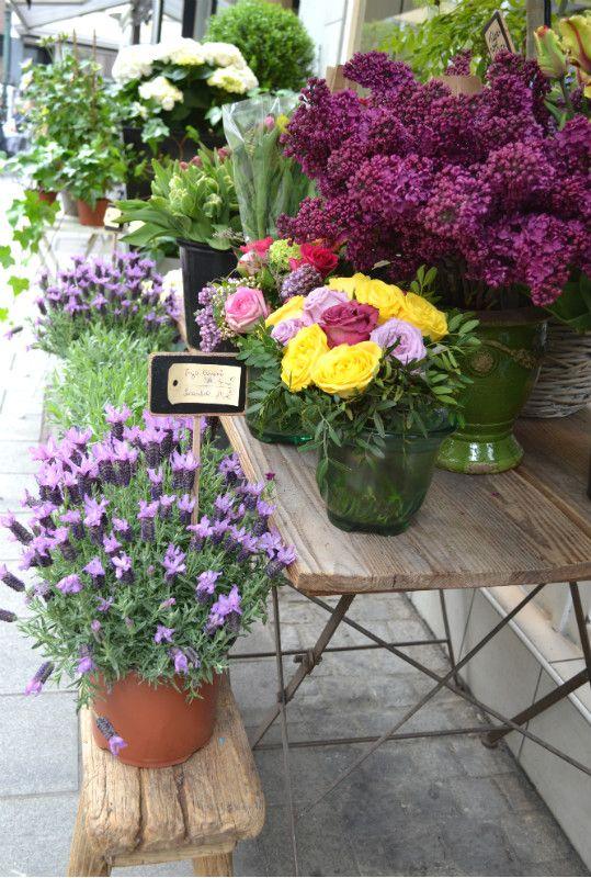 Preparate le valigie, anzi no, meglio dei bei cestini, pechè oggi vi porto tutti al mercato... un bellissimo mercato pieno zeppo di fiori! Da non perdere assolutamente!! http://www.lafigurina.com/2015/06/il-mercato-dei-fiori-di-dusseldorf/