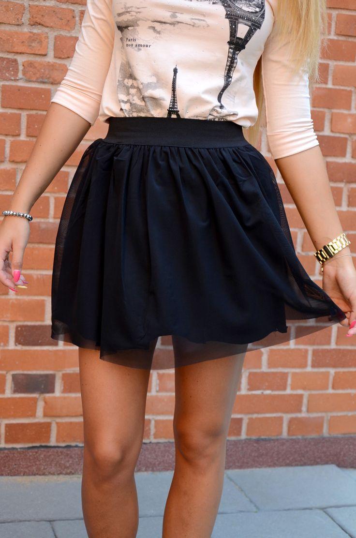 Dziewczęca spódniczka z łączonych materiałów. Wierzchnia warstwa spódniczki pokryta jest czarną siateczką. Spódniczka nie ma zapinania - posiada elastyczną gumkę. Oryginalnie zapakowana z kompletem metek. Wykonana z najlepszych materiałów modny design i niepowtarzalny wygląd. Doskonałe do stylizacji na każdą okazję.