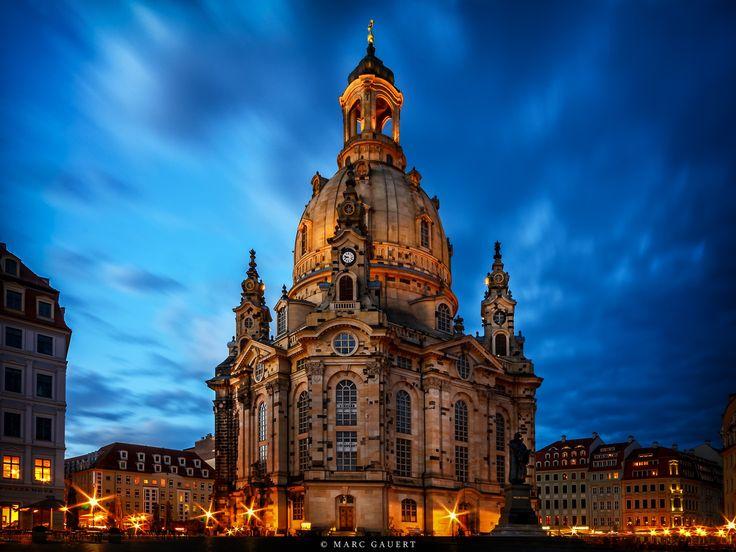 Frauenkirche zur blauen Stunde (Frauenkirche in Dresden at blue hour)  ##### GERMAN ##### Mehr Informationen zur Frauenkirche unter: http://de.wikipedia.org/wiki/Frauenkirche_(Dresden)  ##### ENGLISH ##### More Information about the Frauenkirche in Dresden under: http://en.wikipedia.org/wiki/Dresden_Frauenkirche