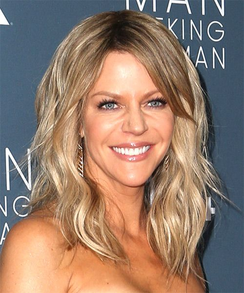 Kaitlin Olson Long Wavy Casual Hairstyle With Side Swept