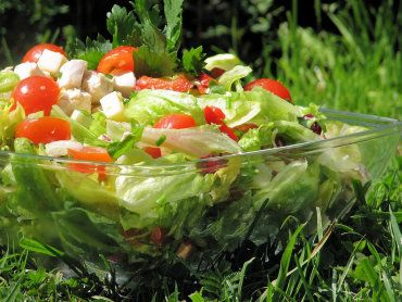 Sałatka kalafiorowo-czosnkowa do grilla - Przepisy kulinarne - Sałatki