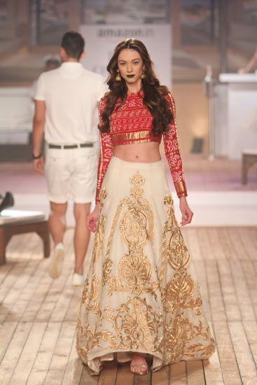 modern indian bridal lehenga by Monisha Jaising 2015 #indianwedding #shaadibazaar