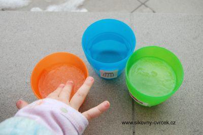 Brání cukr, sůl nebo ocet v mrznutí vody?