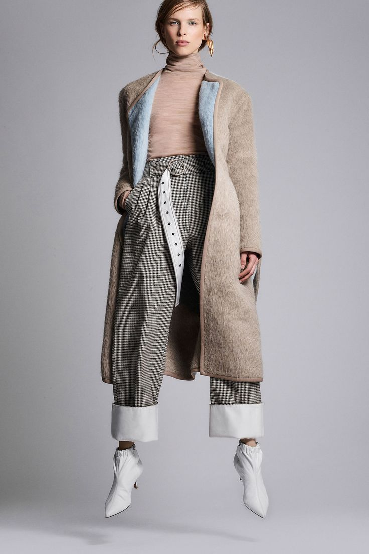 The complete Yigal Azrouël Fall 2018 Ready-to-Wear fashion show now on Vogue Runway.