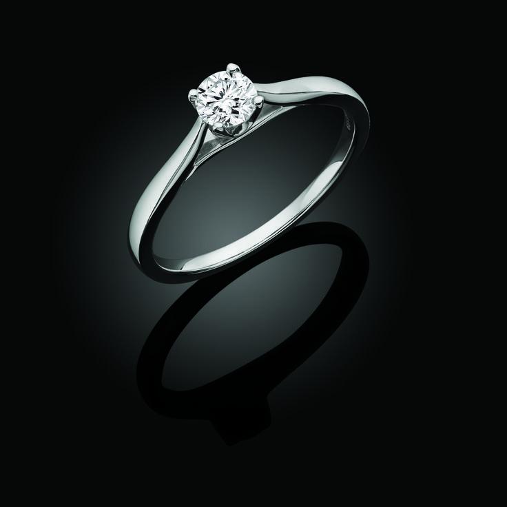 Canadian Ice solitaire brilliant cut 0.40 carat diamond ring