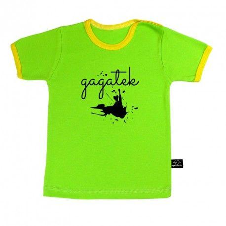 Koszulka z krótkim rękawem.  Zielona z żółtymi lamówkami.  100% bawełna, mięciutka i miła w dotyku.  Bawełna z certyfikatem Oeko-tex 100 kl.1