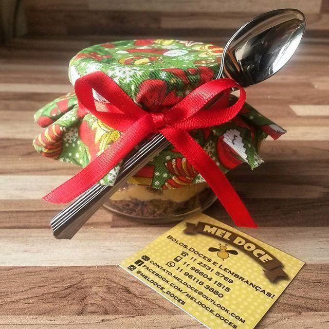 Pão de Mel no potinho   Pensa em um doce gostoso, multiplica! Além de delicioso é uma ótima dica de lembrançinha de natal para aquela pessoa querida.  Faça sua encomenda e receba um brinde especial de Natal  #vemdemeldoce #pãodemel #paodemelnopote #paodemelnovidro #natal #merrychristimas #lembrancinhas #presente #delicia #docedeleite #meldoce