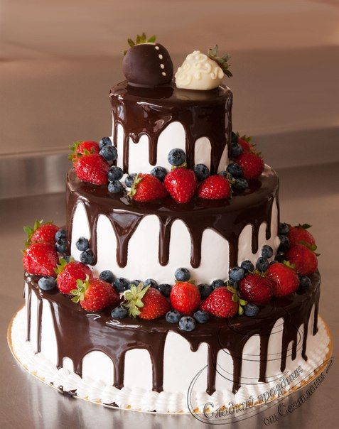Торт свадебный двухъярусный без мастики