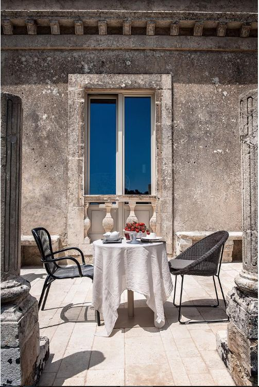 Vincent Sheppard Loop dining chair and Gipsy dining chair in a romantic dining setting or tête à tête @Dimora delle balze, Sicily, Italy