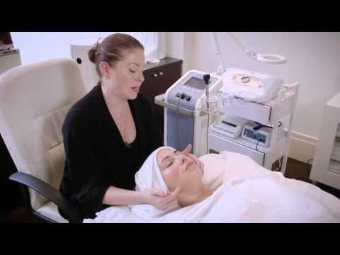 The Joanna Vargas Forever Facial - Collagen Building Radio Frequency Tec...