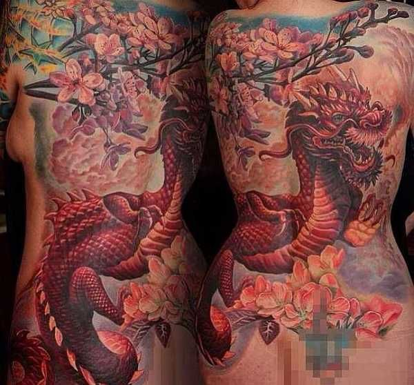 die besten 17 ideen zu drachen tattoo r cken auf pinterest drachentattoos drachen tattoo. Black Bedroom Furniture Sets. Home Design Ideas