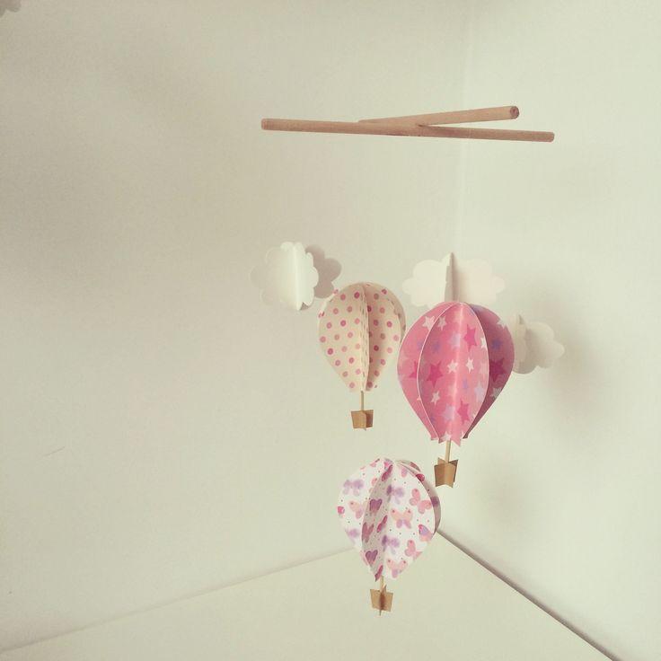 Giostrina in legno con mongolfiere e nuovole 3D realizzate a mano per decorare la camera dei vostri bambini. Scrivimi e personalizza la tua!