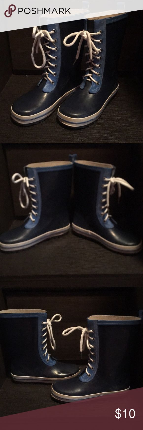 Boys Rain Boots Adorable rain boots worn one season!  Small/minor scuffs as shown in picture but otherwise excellent condition.  Size 1 fabkids Shoes Rain & Snow Boots