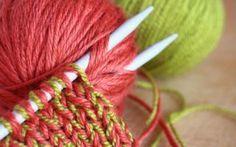 Comment tricoter une maille enroulée ? {vidéo} technique du wrap and turn pour les rangs raccourcis