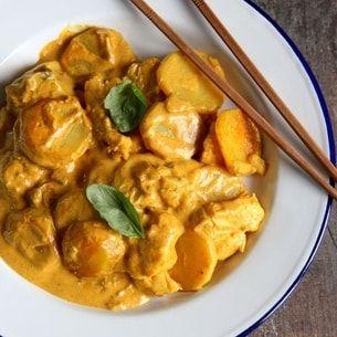 Nouilles, soupe de crevettes, de poulet ou de boeuf, riz parfumé au curry, au gingembre ou à la coriandre... Avec ses saveurs sucrées-salées, la cuisine thaï vous mènera à la baguette!
