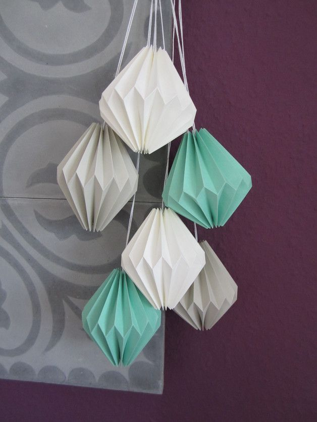 Deko-Objekte, gefaltete Origami Anhänger, Papierkunst / paper art: origami pendants as home decor made by oin2005 via DaWanda.com