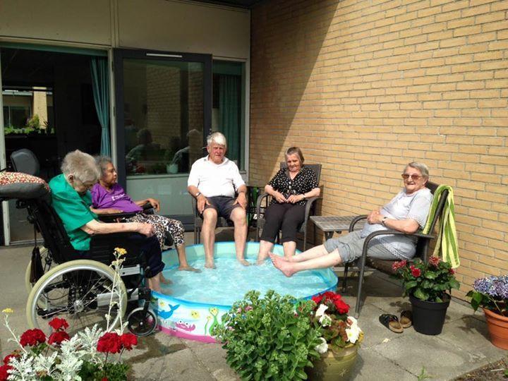 Plejehjem hyldes på Facebook: Sådan køler de beboerne ned   Livsstil