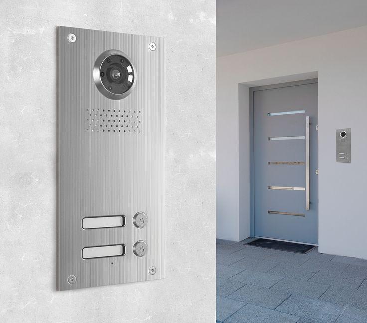 Die Neostar BMV-T2402W mit 130° und 700TVL ist eine Unterputz-Türstation für 2-Familienhaushalte. Die Türstation überzeugt durch modernes Design und eine enorme Funktionsvielfalt mit höchstem Bedienkomfort. Die edle Verarbeitung aus gebürstetem Edelstahl sorgt nicht nur für optisch ansprechendes Aussehen, sondern auch für Beständigkeit und Resistenzfähigkeit sogar gegen widrige Wetterbedingungen, dank der Schutzklasse IP54.