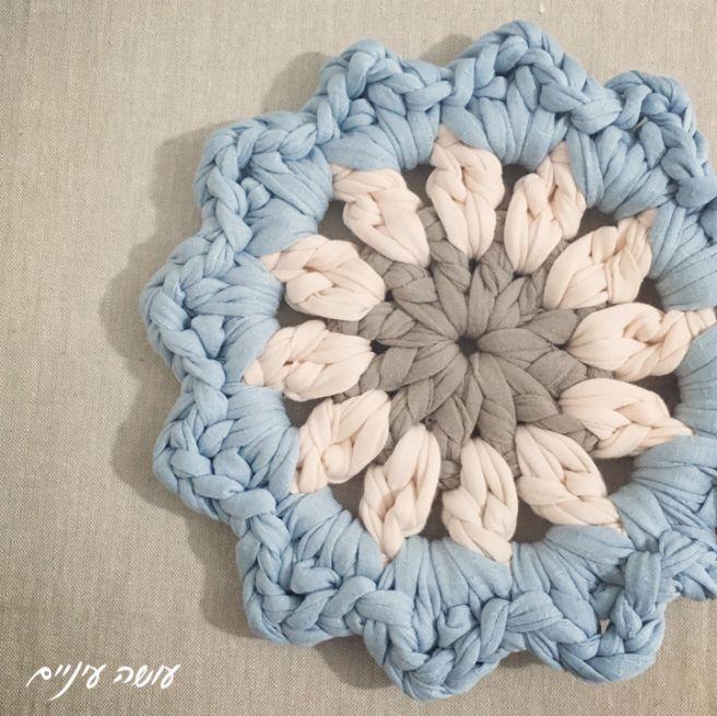 crochet camiseta hilo de trapillo manta modelo de flores - por Osa Einaim ||  Gráfico alfombra de flores de hilado-shirt - hacer ojo