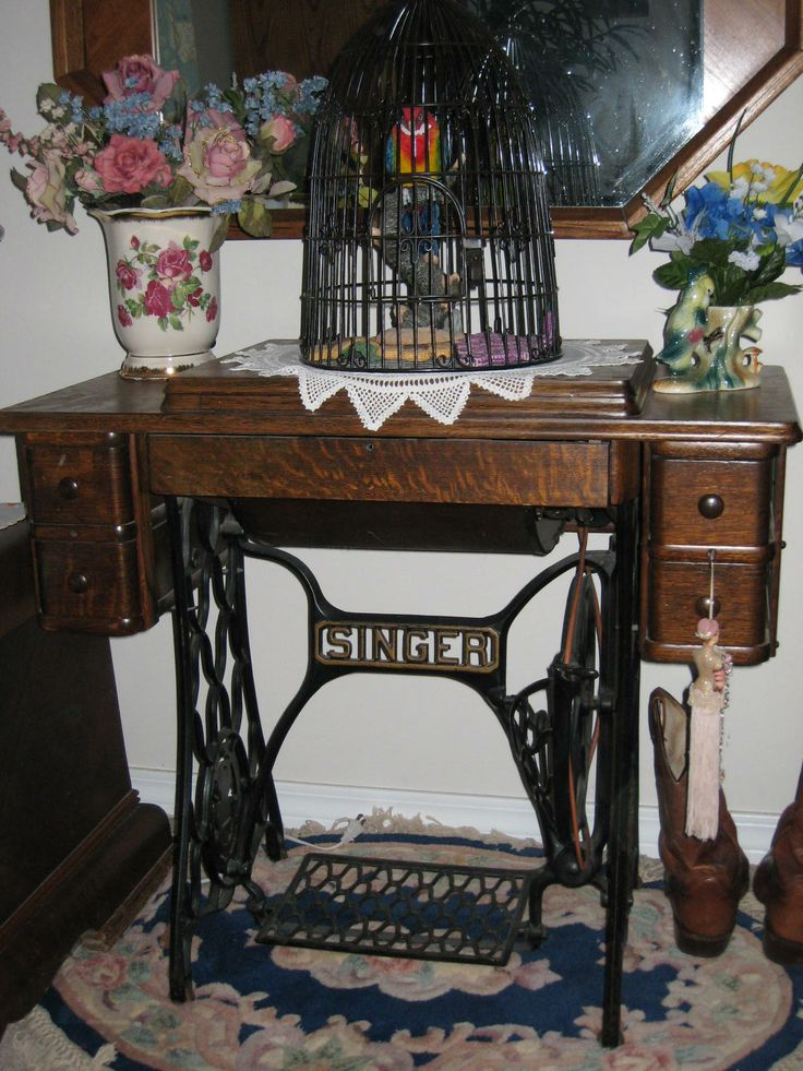 This is how mom mended our clothes- on a treadle machine!~ 1926 treadle Singer