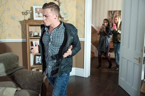 #Hollyoaks news: Holly Cunningham uncovers Robbie Roscoe's thieving antics. #soapspoiler
