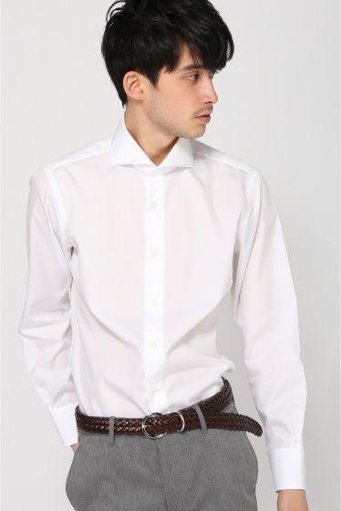 """HITOYOSHI カッタウェイシャツ ブロード HITOYOSHI カッタウェイシャツ ブロード 8640 熊本県人吉市を拠点に拘りぬいたシャツをジャパンメイドで生産しているブランド\""""HITOYOSHI\""""のドレスシャツです シャツの顔である襟は外側と内側の生地の長さを変え円筒形になるように縫い合わせており台襟を首に沿うようにカーブさせ美しい襟元に 台襟の芯地を外側に貼ることで肌に当たる内側は柔らかく外側は見た目のシルエットネクタイの通りが良い仕様となっております また高級シャツの代名詞白蝶貝のボタンを使用 マザーオブパールと呼ばれる天然の貝ボタン ボタンホールは糸がほつれにくいよう運針を細かくし綺麗に仕上げているボタン付けは通常のクロス付けではなく鳥の足の様な鳥足付けを採用支点を作り片側を浮かせることでボタンの掛け外しがしやすい仕様になっております 着ていてとても気持ちよくコストパフォーマンスが非常に高くスタイリッシュに着こなせる3拍子揃ったオススメのシャツです HITOYOSHI SHIRTS 日本の物造りの精神技術を継承していきたい…"""