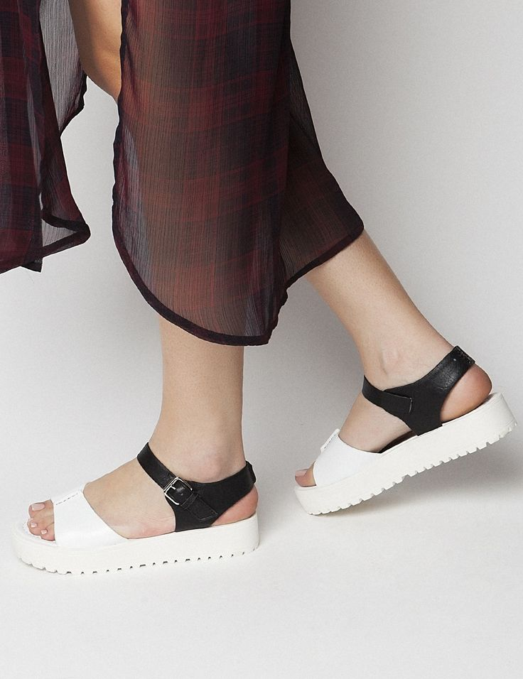 Bree White Flatforms S/S 2015 #Fred #keepfred #shoes #collection #fashion #style #new #women #trends #flatforms #black #white #sandals #leather
