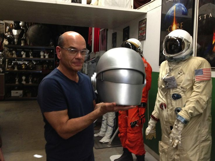"Robert Picardo with the movie prop Gort's head from ""The Day the Earth Stood Still."" (via @robertpicardo on twitter)"